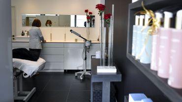 Coronavirus: les salons de beauté rouvrent lundi avec des protocoles renforcés