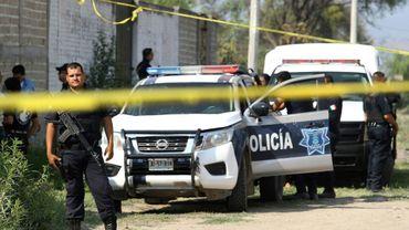 Des policiers sur les lieux où une fosse commune a été découverte, le 6 juin 2018 à Guadalajara, au Mexique