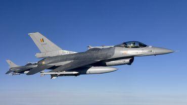 Des F-16 qui chassent un avion de ligne: un exercice aérien qui effraie les Bruxellois