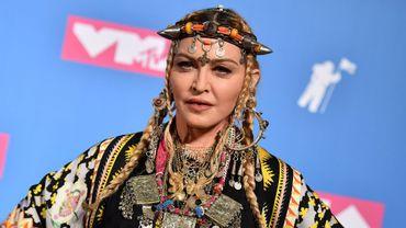 """Le monde de la musique a rendu un vibrant hommage lundi à Aretha Franklin, Madonna affirmant qu'elle """"n'en serait pas arrivée là"""" sans la """"Reine de la soul"""", lors de la soirée de récompenses des MTV Video Music Awards."""