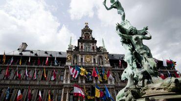 Homme muni d'une hache à Anvers: il venait de l'acheter pour poser comme bûcheron