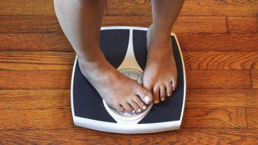 Obésité : l'âge et le sexe des parents pourraient influencer les risques de transmission chez les enfants.