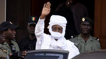L'ancien dictateur tchadien Hissène Habré quitte le tribunal de Dakar en juin dernier.