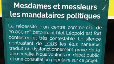 Une des affiches retirées à la demande des autorités communales sous peine d'une amende de 50 euros l'affiche