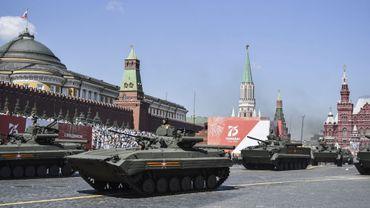 En pleine crise du coronavirus, Poutine a autorisé un défilé militaire de grande ampleur.