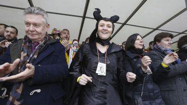 L'équipe de l'Open Vld au carnaval d'Alost: Karel De Gucht, la présidente Gwendolyne Rutten et la ministre bruxelloise Sven Gatz.