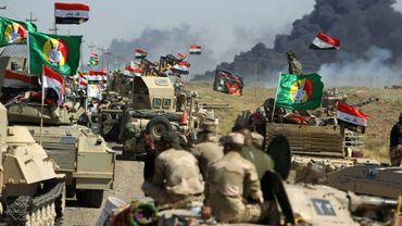 Les forces irakiennes et des membres des unités paramilitaires du Hachd al-Chaabi avancent vers Hawija, le 4 octobre 2017