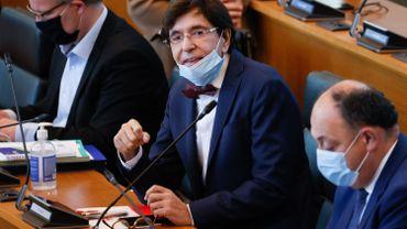 """Ce mercredi matin, au Parlement de Wallonie, le ministre-président Elio Di Rupo a fait savoir que son gouvernement entendait """"aller le plus loin possible"""" dans le confinement"""