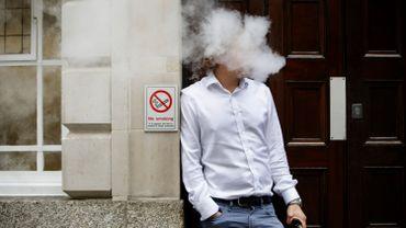 """L'étude menée a mis au jour que le vapotage intense, qu'il soit avec ou sans nicotine, """"semble induire une inflammation pulmonaire avec de légères perturbations du passage de l'oxygène vers le sang""""."""
