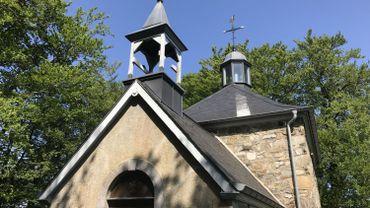 La cloche disparue laisse un vide dans le clocher de la chapelle Fichbach