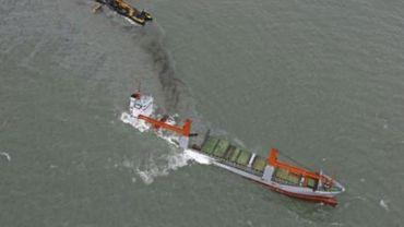 Une société néerlandaise chargée de pomper le mazout du Flinterstar