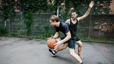 L'exercice physique pourrait réduire les risques du cancer du poumon et du cancer colorectal.