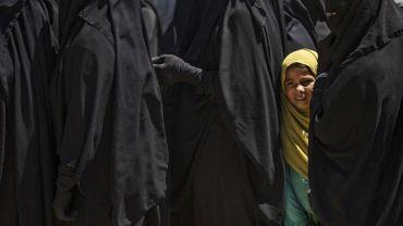 Syrie : transfert de familles de l'EI dans un camp pour être déradicalisées