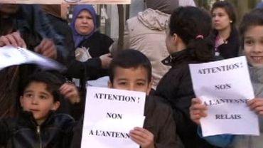 Des petits bouts entre 6 et 12 ans qui font la grève pour protester contre des antennes GSM