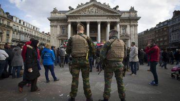 Trop de militaires dans la rue pour pouvoir leur rendre visite dans les casernes.