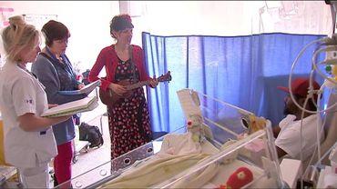 Introduire la musique en néonatalogie, en chantant avec les parents et soignants, au pied du lit (de la couveuse).