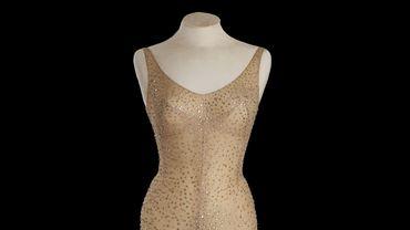 Couleur chair et brodée à la main de 2.500 cristaux, la robe de Marylin Monroe a été vendue 4,8 millions de dollars