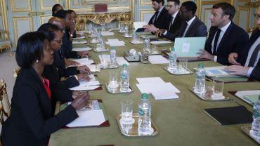 Le président français Emmanuel Macron rencontre les représentants de l'association Ibuka qui oeuvre pour la mémoire des victimes du génocide rwandais