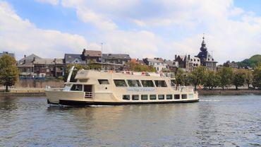 """Le bateau """"Prince Albert"""" fait découvrir les rives de la Basse Meuse au départ de l'Île Robinson à Visé."""