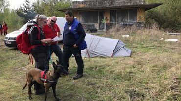 Danièle Richard est une des trois belges qui participent à l'épreuve.  Elle découvre la mission qu'elle devra remplir avec son chien Kappa