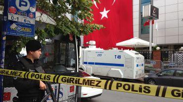 Le déploiement policier est impressionnant devant le groupe de presse Koza-Ipek, repris en mains par un administrateur proche du parti AKP au pouvoir.