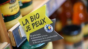 Un label bio dans les étals d'un  magasin Biocoop à Pont-l'Abbé, le 21 mars 2018