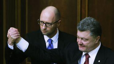 Lâché de tous, y compris par son président Porochenko, Arseni Iatseniouk démissionne.