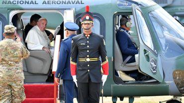 Le pape François quitte le centre de détention pour mineurs de Las Garzas à bord d'un hélicoptère le 25 janvier 2019 à Pacora, au Panama