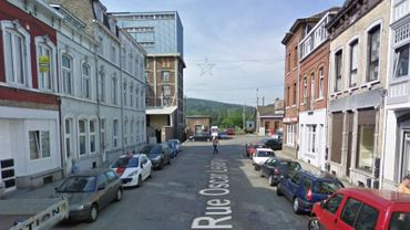 L'immeuble est situé rue Oscar Lelarge, à Huy