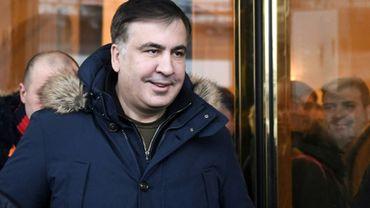 L'opposant Mikheïl Saakachvili, accusé par les autorités ukrainiennes d'avoir voulu fomenter un coup d'Etat, sortant d'un hôtel à Kiev, le 9 février 2018.