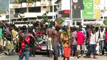 Des manifestants rassemblés au centre de Bujumbura, la capitale burundaise, ce mercredi 13 mai