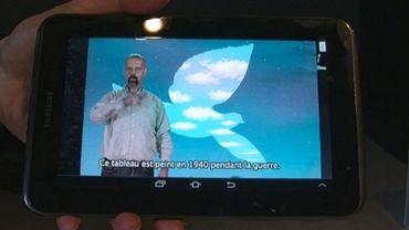 Des visioguides au Musée Magritte