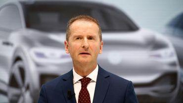 Herbert Diess le nouveau patron du géant allemand de l'automobile Volkswagen lors d'une conférence de presse au siège du groupe à Wolfsburg (centre), le 13 avril 2018