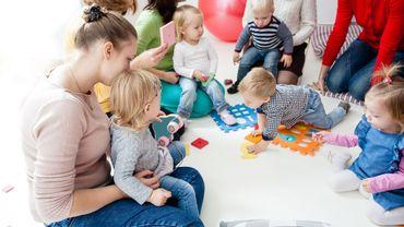 Dans les crèches en France les stéréotypes de genre persistent, constatent des chercheurs.