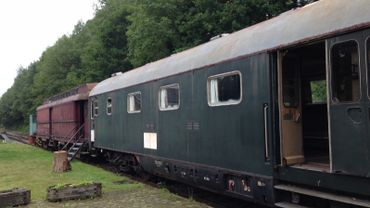 Sur le site, les propriétaires ont aussi restauré deux anciens wagons datant de la seconde guerre mondiale