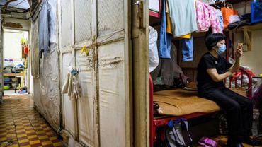 Wong Mei-ying, 70 ans, dans son logement de 5 m2 qu'elle partage avec son fils à Hong Kong le 14 mai 2020