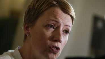 """Pas de statut pour les aidants-proches: la ministre De Block """"viole la loi"""", selon Catherine Fonck"""