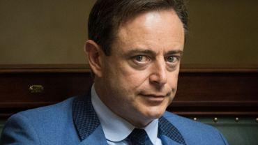 Quand Bart de Wever assiste à une réunion de police sur les attentats