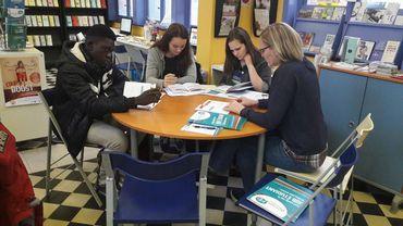 """De jeunes étudiants sont venus se renseigner lors de l'action """"job étudiant"""" organisée à Mons"""