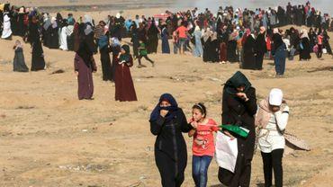 Des Palestiniennes manifestent le long de la frontière entre Gaza et Israël, le 3 juillet 2018