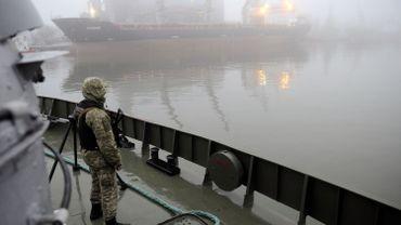 La loi martiale a été instaurée en Ukraine, suite à l'attaque par les Russes de trois bateaux ukrainiens en mer d'Azov.