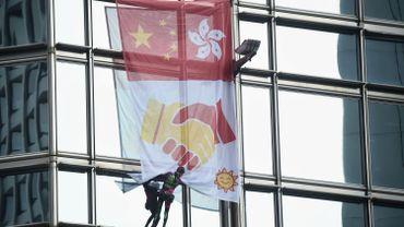 """Hong Kong : un """"Spiderman"""" français lance un message de paix du haut d'un gratte-ciel"""