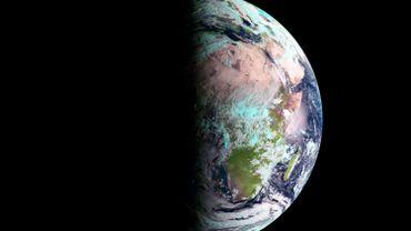 C'est le printemps. Vue de la Terre un matin d'équinoxe.