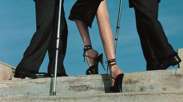 Shooting High & Mighty pour le Vogue US avec le top model Nadja Auermann - Dolce & Gabbana suit - Eté 1995.