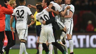 Francfort se maintient en Bundesliga