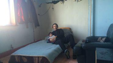 Gennifer et son Grand-père dans la maison qu'ils occupent à Anderlecht