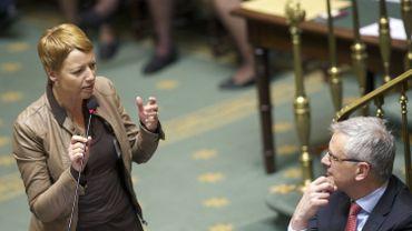 """Le cdH, par la voix notamment de Catherine Fonck, se dit prêt """"à ouvrir les débats très rapidement en commission des finances de la Chambre""""."""