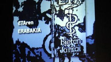 Logo et portraits de membres de l'ETA emprisonnés, sur un écran lors d'une manifestation le 2 juin 2012 à Guernica