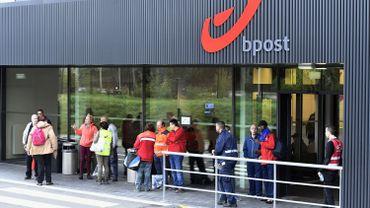 Bourse de Bruxelles: l'action de bpost s'effondre à l'ouverture