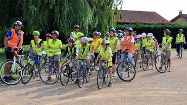 Quelque 400 élèves de quatre écoles secondaires namuroises se sont rendus aux cours en vélo vendredi (illustration).